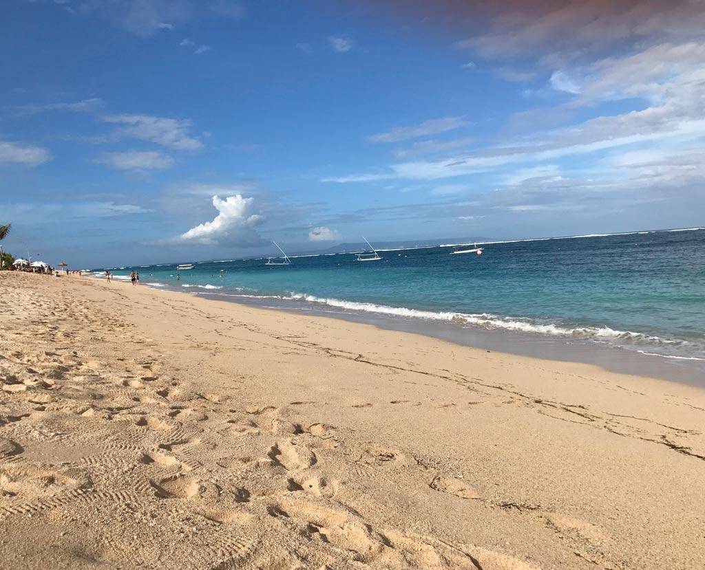 白砂のヌサドゥアビーチ
